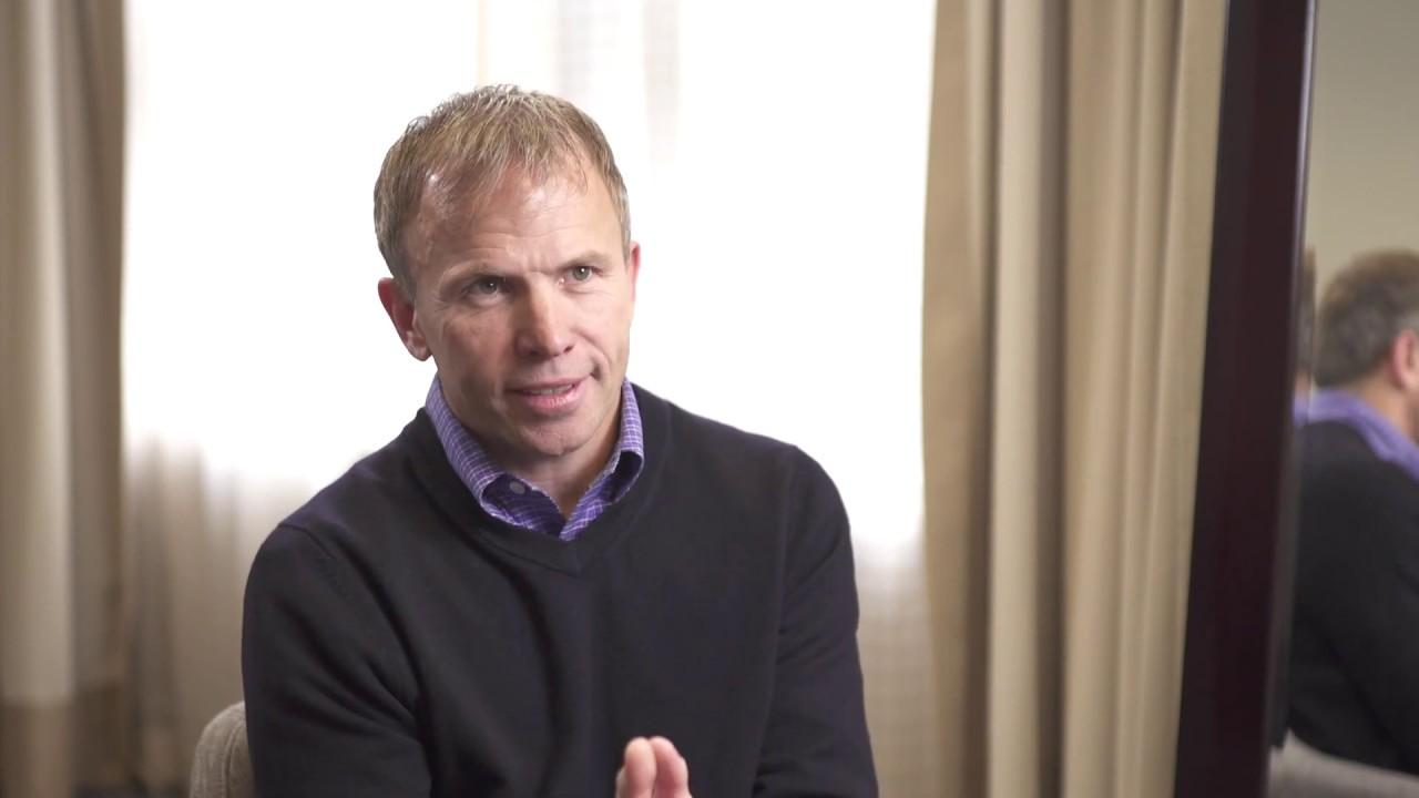Liderar é servir: VP da Adobe revela como criar uma cultura de liderança