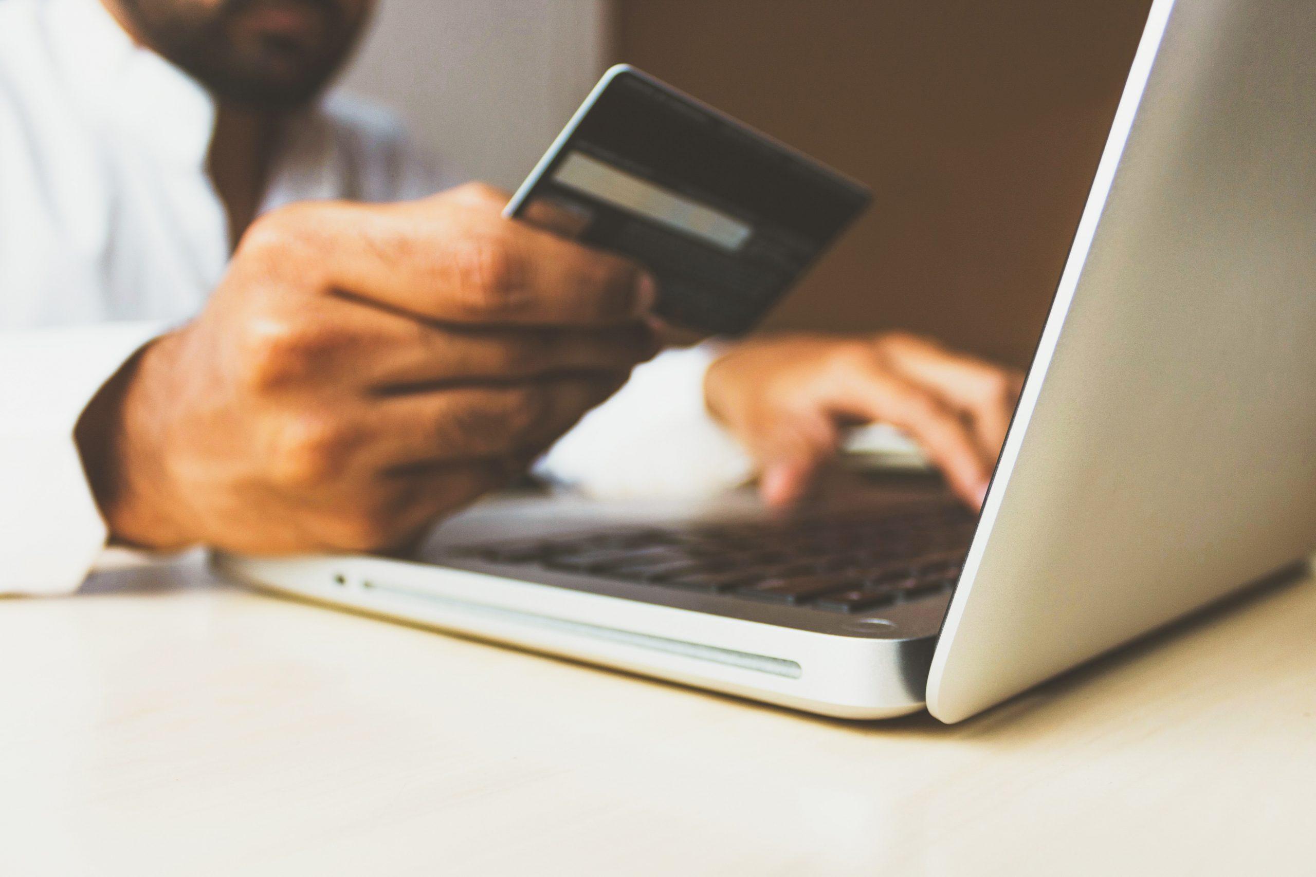 Os riscos da crescente fusão entre e-commerce e redes sociais